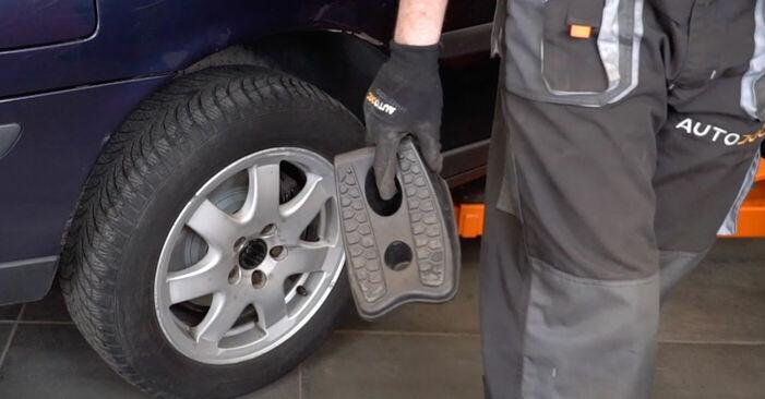 Austauschen Anleitung Bremsbeläge am Volvo V70 SW 1999 2.4 selbst