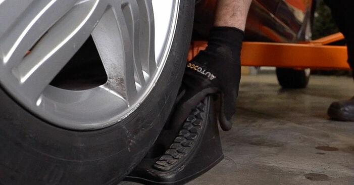 Wie schwer ist es, selbst zu reparieren: Bremsbeläge Renault Scenic 2 1.9 dCi 2009 Tausch - Downloaden Sie sich illustrierte Anleitungen