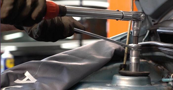 Смяна на Fiat Punto 188 1.2 16V 80 2001 Тампон Макферсон: безплатни наръчници за ремонт