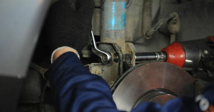 Как да демонтираме FIAT PUNTO 1.9 JTD 2003 Тампон Макферсон - онлайн лесни за следване инструкции