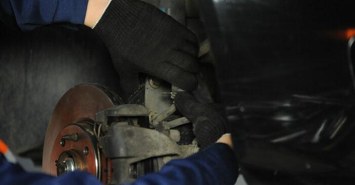 Не е трудно да го направим сами: смяна на Тампон Макферсон на Fiat Punto 188 1.4 2005 - свали илюстрирано ръководство