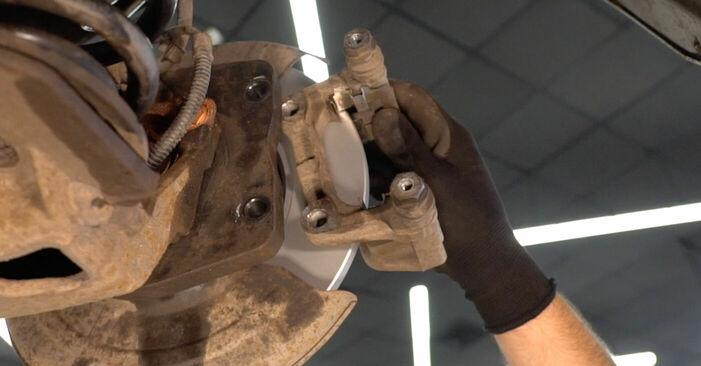 Wie schwer ist es, selbst zu reparieren: Bremsscheiben Mercedes W169 A 200 2.0 (169.033, 169.333) 2010 Tausch - Downloaden Sie sich illustrierte Anleitungen