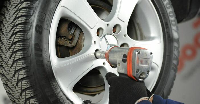 Wechseln Bremsscheiben am MERCEDES-BENZ A-CLASS (W169) A 160 CDI 2.0 (169.006, 169.306) 2007 selber