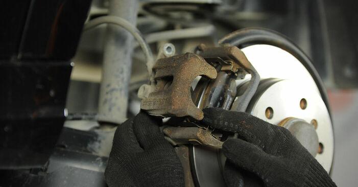 Bremsbeläge beim MERCEDES-BENZ A-CLASS A 180 1.7 (169.032, 169.332) 2011 selber erneuern - DIY-Manual