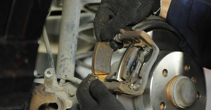 Bremsbeläge Ihres Mercedes W169 A 200 2.0 Turbo (169.034, 169.334) 2012 selbst Wechsel - Gratis Tutorial