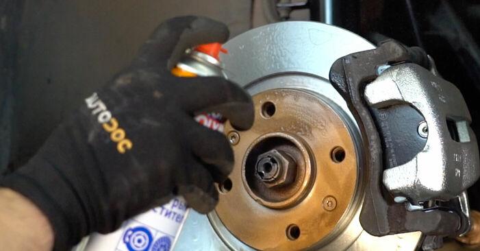 Tausch Tutorial Bremsscheiben am CITROËN C3 I (FC_) 2014 wechselt - Tipps und Tricks