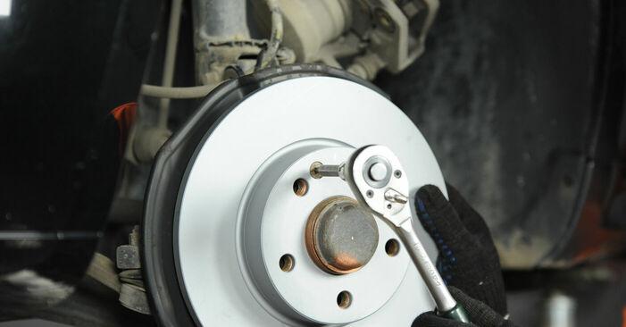 Wie Bremsscheiben MERCEDES-BENZ A-Klasse (W169) A 150 1.5 (169.031, 169.331) 2005 austauschen - Schrittweise Handbücher und Videoanleitungen