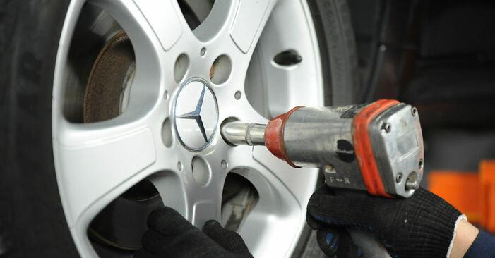 Wechseln Bremsscheiben am MERCEDES-BENZ A-Klasse (W169) A 160 CDI 2.0 (169.006, 169.306) 2007 selber