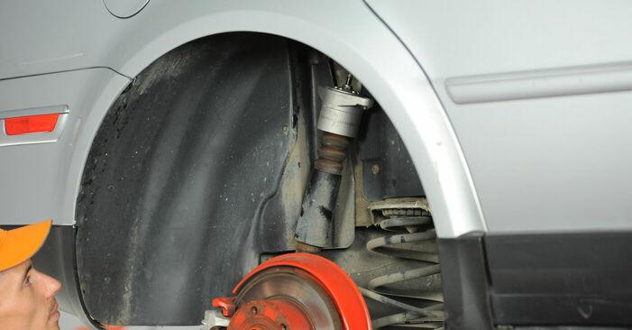 Κάντε μόνοι σας την αντικατάσταση VW PASSAT Variant (3B6) 1.9 TDI 4motion 2002 Βάση Αμορτισέρ - online tutorial