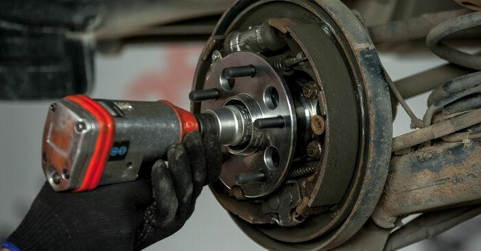 Recomendações passo a passo para a substituição de Toyota Rav4 II 2001 2.4 4WD Rolamento da Roda por si mesmo