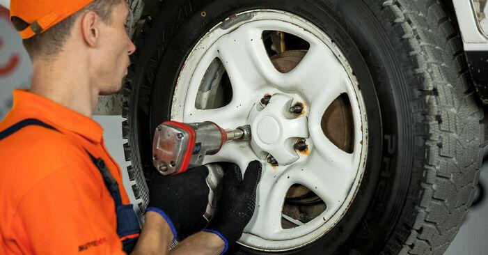 Substituição de Toyota Rav4 II 2.0 4WD (ACA21, ACA20) 2002 Rolamento da Roda: manuais gratuitos de oficina