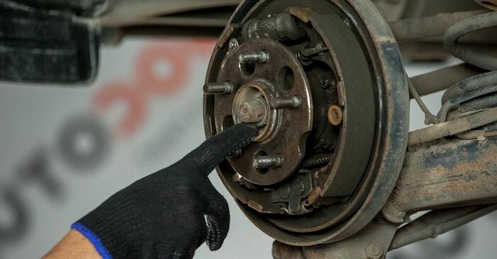 Wie schwer ist es, selbst zu reparieren: Radlager Toyota Rav4 II 2.4 4WD (ACA23, ACA22) 2000 Tausch - Downloaden Sie sich illustrierte Anleitungen