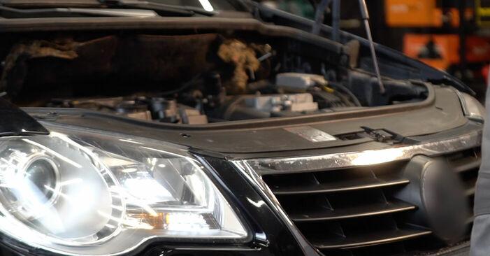 Byt VW TOURAN 2.0 TDI Multirem: guider och videoinstruktioner online