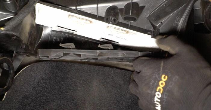 Kaip nuimti VW TOURAN 1.6 FSI 2007 Oro filtras, keleivio vieta - nesudėtingos internetinės instrukcijos