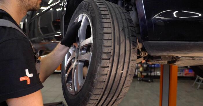 Kuidas eemaldada VW TOURAN 1.6 FSI 2007 Roolivardapea - hõlpsasti järgitavad juhised online