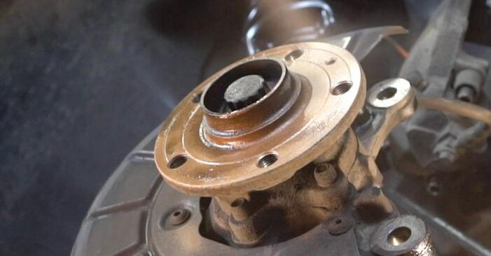 Ersetzen Sie Bremsscheiben am VW TOURAN (1T1, 1T2) 1.4 TSI 2006 selber