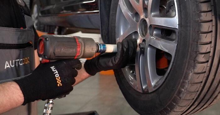 Wie man VW TOURAN 1.6 FSI 2007 Bremsscheiben wechselt – Leicht verständliche Wegleitungen online