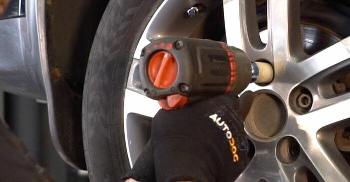 Kako odstraniti VW TOURAN 1.6 FSI 2007 Zavorne Ploščice - spletna, enostavna za sledenje, navodila