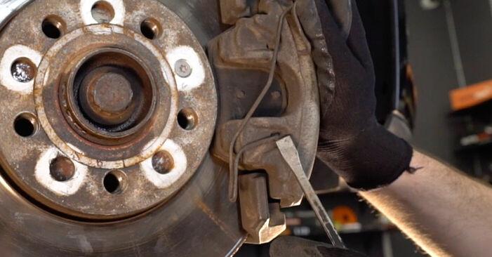 Reemplazo de Pastillas De Freno en un VW TOURAN 2.0 TDI: guías online y video tutoriales