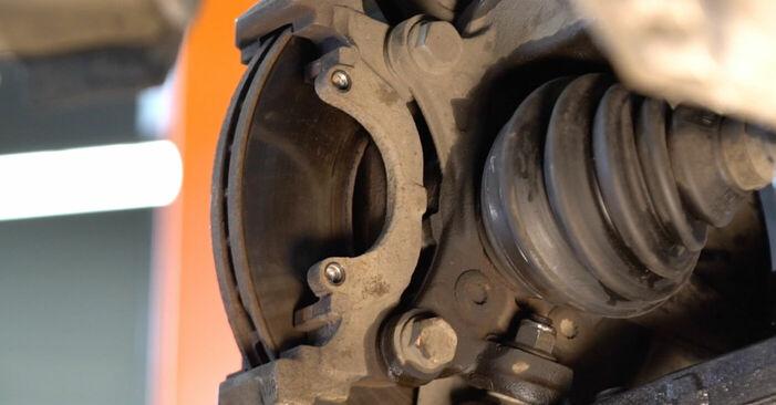 TOURAN (1T1, 1T2) 1.6 FSI 2006 Pastillas De Freno manual de taller de sustitución por su cuenta