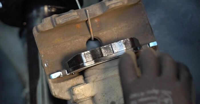 Cómo reemplazar Pastillas De Freno en un VW TOURAN (1T1, 1T2) 1.9 TDI 2004 - manuales paso a paso y guías en video