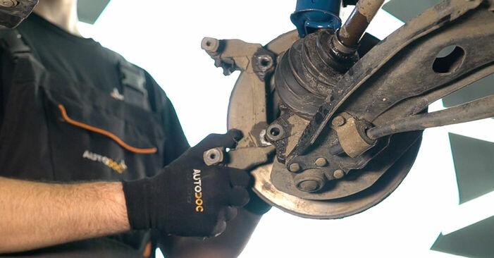 Schritt-für-Schritt-Anleitung zum selbstständigen Wechsel von Fiat Doblo Cargo 2014 1.3 JTD 16V Bremsscheiben