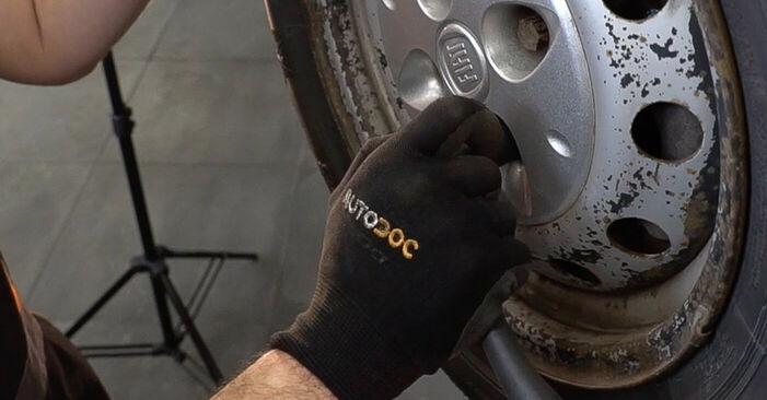 FIAT DOBLO 1.9 JTD Bremsscheiben ausbauen: Anweisungen und Video-Tutorials online
