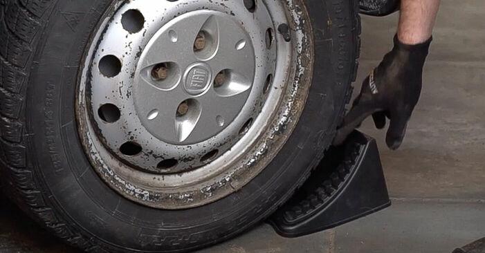 Tausch Tutorial Bremsscheiben am FIAT DOBLO Cargo (223) 2013 wechselt - Tipps und Tricks