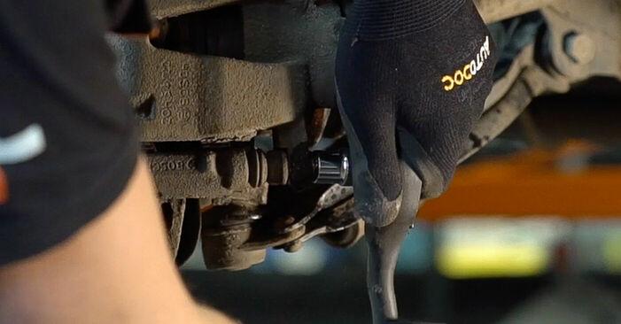 Bremsscheiben beim FIAT DOBLO 1.3 JTD 16V Multijet 2008 selber erneuern - DIY-Manual