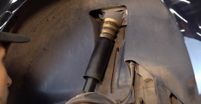Hinweise des Automechanikers zum Wechseln von VW TOURAN (1T1, 1T2) 2.0 TDI 2009 Stoßdämpfer