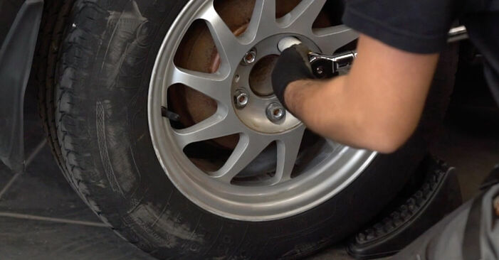 Schritt-für-Schritt-Anleitung zum selbstständigen Wechsel von Ford Focus mk2 Limousine 2008 1.6 Ti Stoßdämpfer