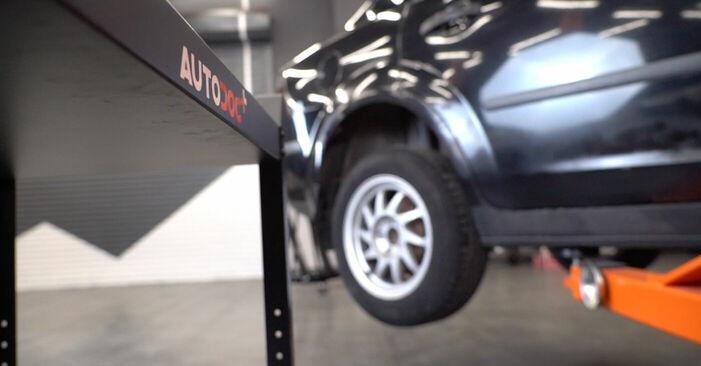 Stoßdämpfer Ford Focus mk2 Limousine 1.6 2006 wechseln: Kostenlose Reparaturhandbücher