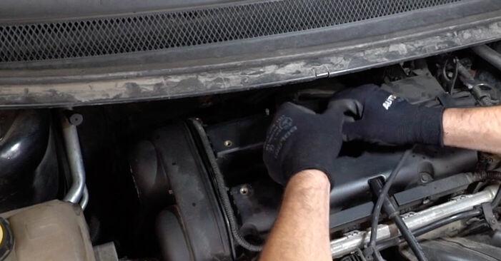 Ford Focus mk2 Sedan 1.8 TDCi 2006 Gyújtógyertya cseréje: ingyenes szervizelési útmutatók