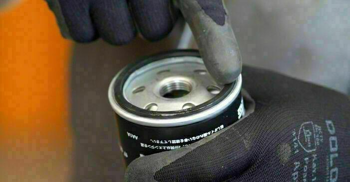 Schritt-für-Schritt-Anleitung zum selbstständigen Wechsel von Ford Focus mk2 Limousine 2008 1.6 Ti Ölfilter