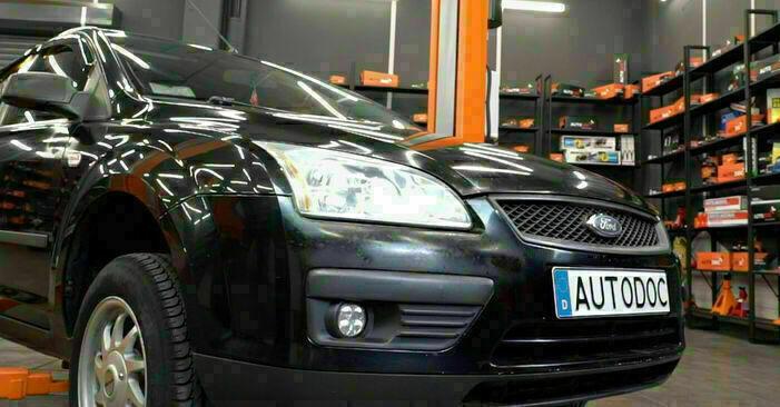 Austauschen Anleitung Ölfilter am Ford Focus mk2 Limousine 2005 1.6 TDCi selbst