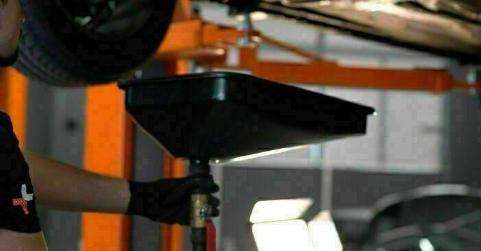Wie schwer ist es, selbst zu reparieren: Ölfilter Ford Focus mk2 Limousine 1.4 2010 Tausch - Downloaden Sie sich illustrierte Anleitungen