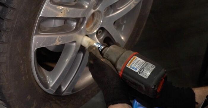 Wie man VW TOURAN (1T1, 1T2) 1.9 TDI 2004 Bremssattel austauscht - Schrittweise Handbücher und Videowegleitungen