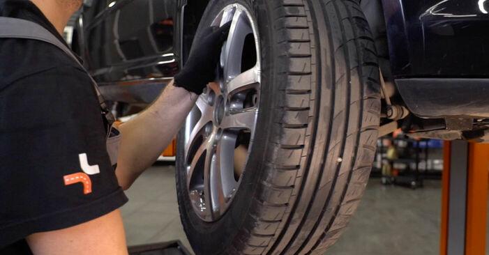 Hoe VW TOURAN 1.6 FSI 2007 Draagarm wisselen - online eenvoudige handleiding