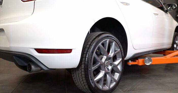 Byt Bromsbelägg på VW GOLF VI (5K1) 2.0 GTi 2006 själv