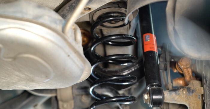 Не е трудно да го направим сами: смяна на Носач На Кола на Touran 1t1 1t2 1.9 TDI 2009 - свали илюстрирано ръководство