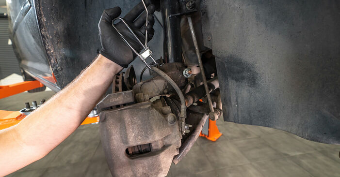 VW TOURAN 1.4 TSI EcoFuel Brake Calipers replacement: online guides and video tutorials