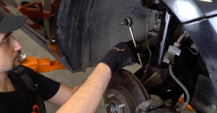 Replacing Anti Roll Bar Links on Ford Focus mk2 Saloon 2005 1.6 TDCi by yourself