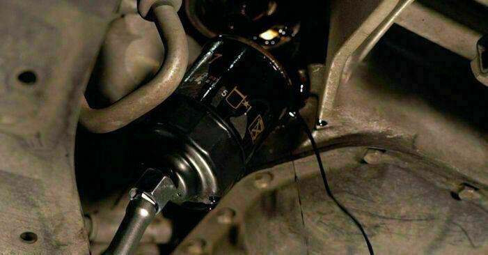 Byt Oljefilter på Toyota Prius 2 2000 1.5 (NHW2_) på egen hand