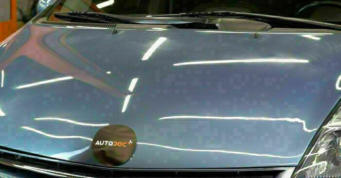Så byter du Oljefilter på TOYOTA PRIUS Hatchback (NHW20_) 2002 – tips och tricks