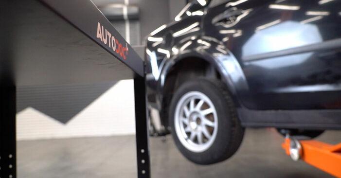Ford Focus mk2 Sedan 1.8 TDCi 2006 Lengőkar cseréje: ingyenes szervizelési útmutatók