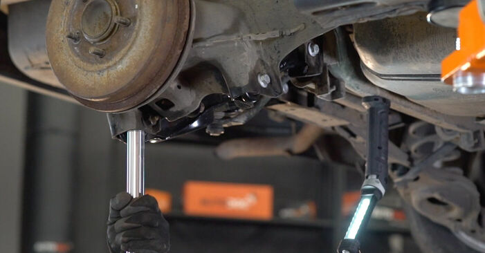 FORD FOCUS 1.6 TDCi Control Arm replacement: online guides and video tutorials