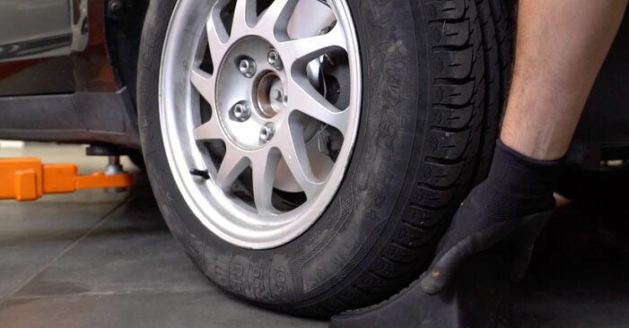 Колко време отнема смяната: Тампон Макферсон на Ford Focus mk2 Седан 2012 - информативен PDF наръчник