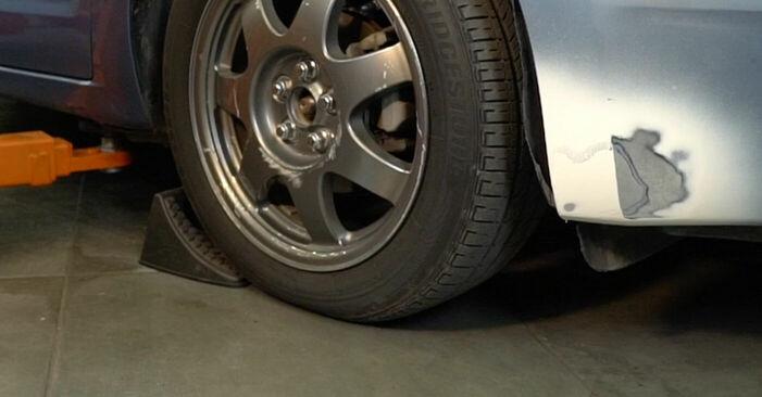 Hur byta Stabilisatorstag på Toyota Prius 2 2000 – gratis PDF- och videomanualer