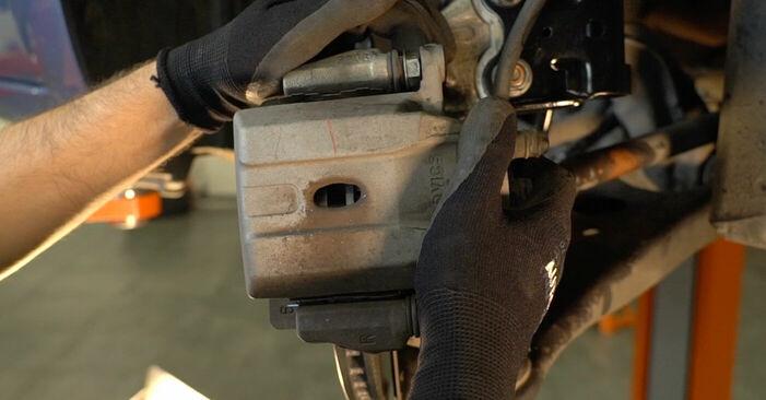 Cum să înlocuiți TOYOTA PRIUS hatchback (NHW20_) 1.5 (NHW2_) 2004 Placute Frana – manualele pas cu pas și ghidurile video