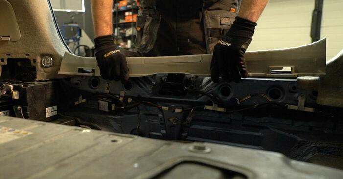 Så byter du Stötdämpare på TOYOTA PRIUS Hatchback (NHW20_) 2008 – tips och tricks
